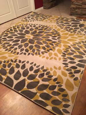 7.5 by 9.5area rug brand new / accent rug 7x9/ 8x10 for Sale in Glendale, AZ