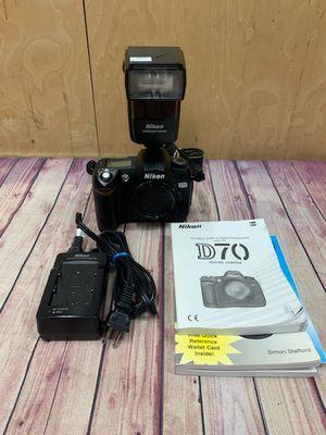 Nikon D70s Digital SLR Camera Body W/ Nikon Speedlight SB-600 for Sale in Los Angeles, CA