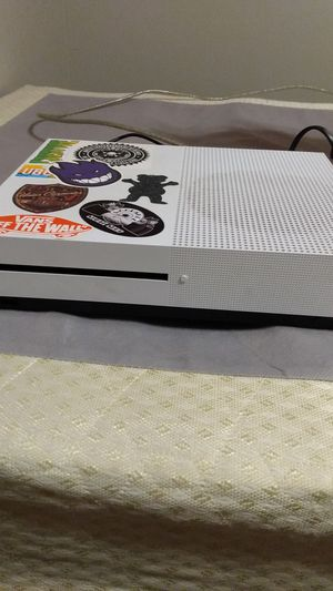 Xbox one s and Hp laptop for Sale in Erie, MI