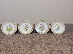 Wall flower plates for Sale in Conroe, TX