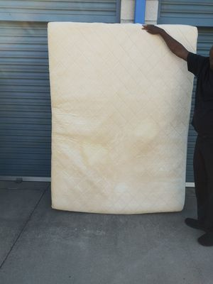 Nice Queen Size mattress and boxspring for Sale in Fontana, CA