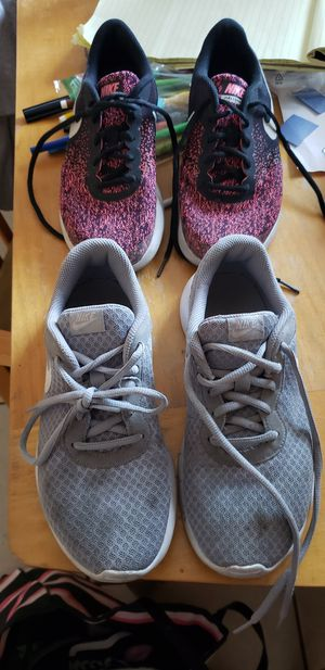 Women's/ Girls NIKE SHOES. E.U.C. SIZE, 5 for Sale in Riverside, CA