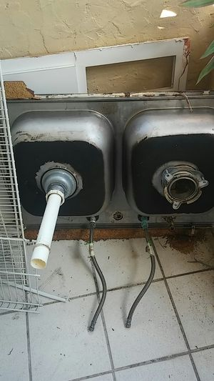 Free double kitchen sink for Sale in Miami, FL