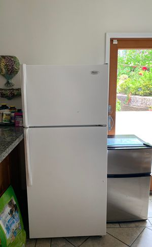 Whirlpool white refrigerator for Sale in Los Angeles, CA