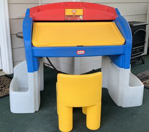 little tikes kid's desk for Sale in Kennesaw, GA