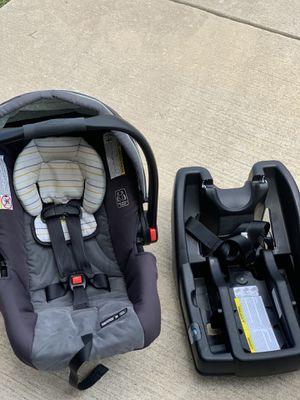 Graco snug ride 30 car seat for Sale in Anna, TX