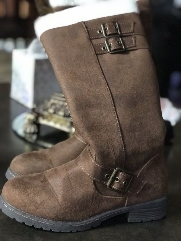 Girl boots size 3.5Y