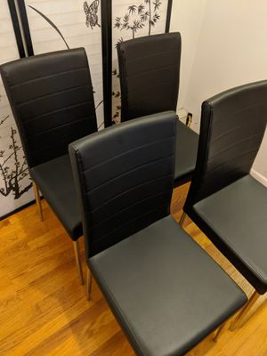 Set of 4 Black leather dining room/ kitchen chairs! for Sale in Alpine, NJ