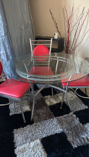 Dining Table 2 possible 3 chairs must go for Sale in Las Vegas, NV