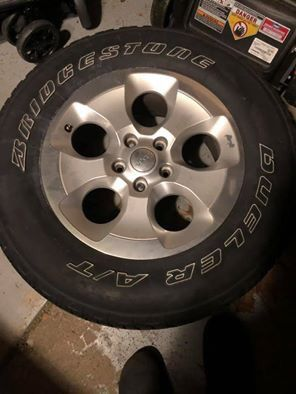Jeep Wrangler Sahara wheels and tires for Sale in Worthington, OH