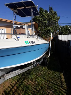 Boat 20' Motor Evirude 185 HP for Sale in Hialeah, FL