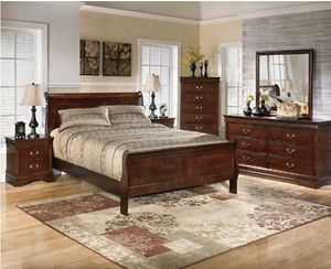 Sleight Queen Bedroom Set 5 pc with Mattress for Sale in College Park, GA