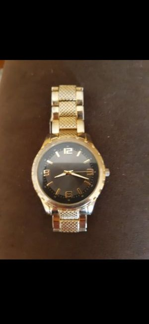 Genwm653 stainless steel men's watch needs battery for Sale in Southbridge, MA