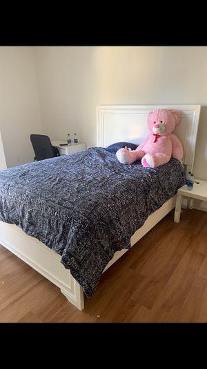 Queen bedroom set for Sale in Miami, FL
