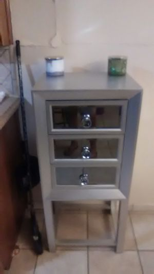 3 drawer shelf. Very cute for Sale in Fort Worth, TX