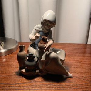 llardo Figurine for Sale in Raleigh, NC