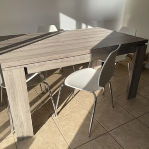 Dinning Table And Chairs for Sale in Prospect Heights, IL