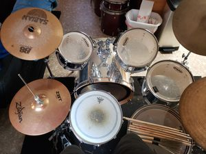 Pearl Export 6 piece drum kit with cymbals and hi hats on stand. for Sale in Graniteville, SC