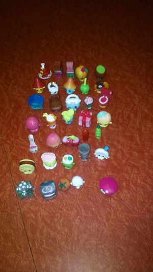 35 SHOPKINS PLUS CARD GAME AND LUNCH BOX OR CARRYING CASE.PLEASE CHECK OUT MY OTHER OFFERS. for Sale in Charleroi, PA