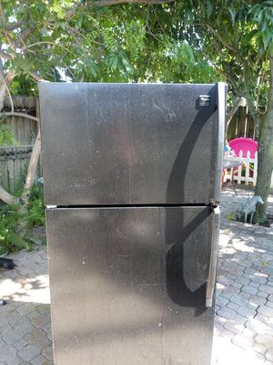 Black Whirlpool refrigerator $120 for Sale in West Palm Beach, FL