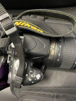Nikon 5100 DSLR camera W/ Camera bag & Battery for Sale in Norcross,  GA