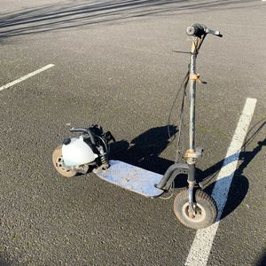 Zooma Gas Scooter 36cc 2 Stroke Stand Up for Sale in Happy Valley, OR