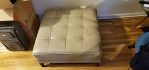 Ethan Allen Leather Ottoman for Sale in Englewood Cliffs, NJ