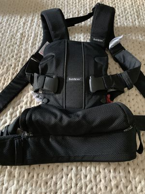 Baby Bjorn Baby Carrier (lightweight) for Sale in Miami, FL