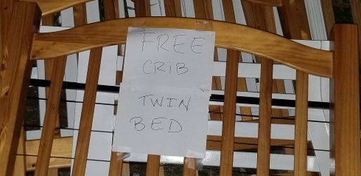 Free Crib and Twin Bed for Sale in Miami,  FL