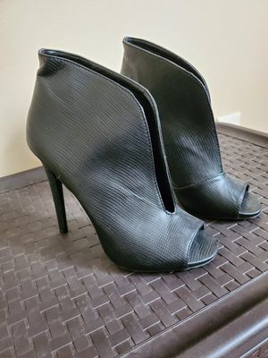 SZ 9 booties for Sale in Lincoln, NE