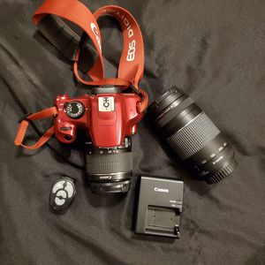 🤩😎Candy Apple RED Canon EOS Rebel T5 Digital SLR Camera with EF-S 18-55mm IS II + EF 75-300mm Bundle for Sale in Lithonia, GA