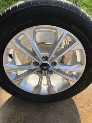 """17"""" Ford Escape Alloy rim with tire for Sale in Houston, TX"""