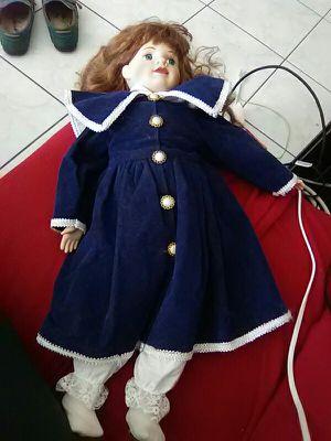 Antique porcelaine doll. for Sale in Miami, FL