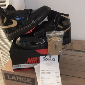 Jordan Retro 1 Metallic Gold And Black for Sale in South Gate, CA