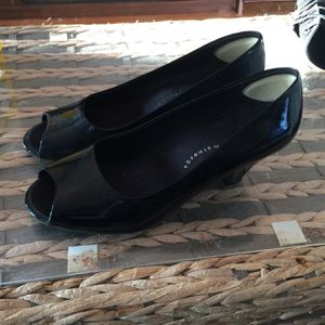 Cloud walker black Patent Low Heel Pumps Size 10W for Sale in East Haven, CT