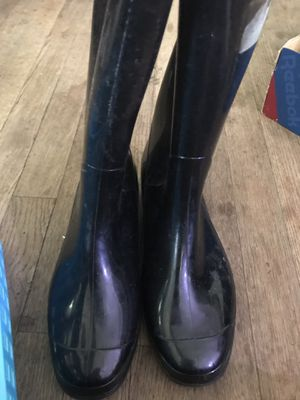 Rain boots size 8 for Sale in Fresno, CA
