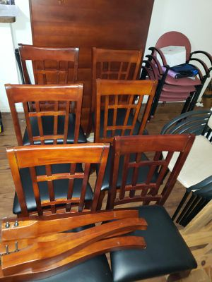 Newhouse by coaster dining table with 6 chairs. Comedor coaster newhouse con 6 sillas. for Sale in Houston, TX