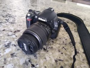 Nikon D40 6.1MP Digital SLR Camera Kit with 18-55mm f/3.5-5.6G ED II Auto Focus-S DX Zoom-Nikkor Lens for Sale in Sacramento, CA