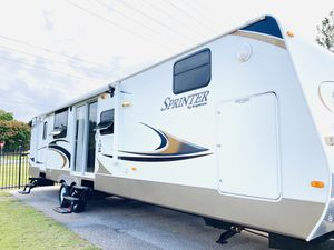 2011 sprinter 34ft travel trailer bunks house 2 Slide outs for Sale in Clermont, FL