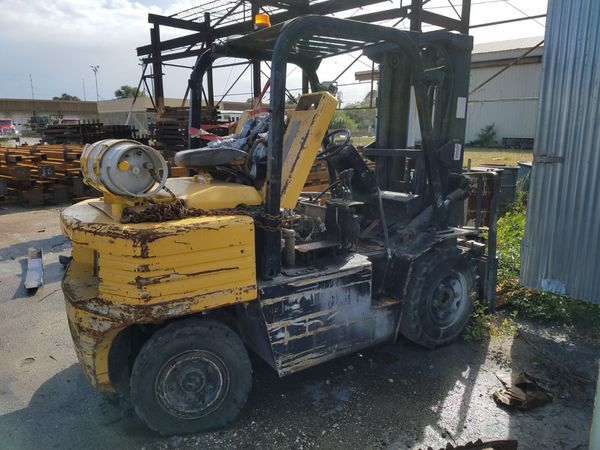 Forklift motor runs perfect needs pump for hydraulics