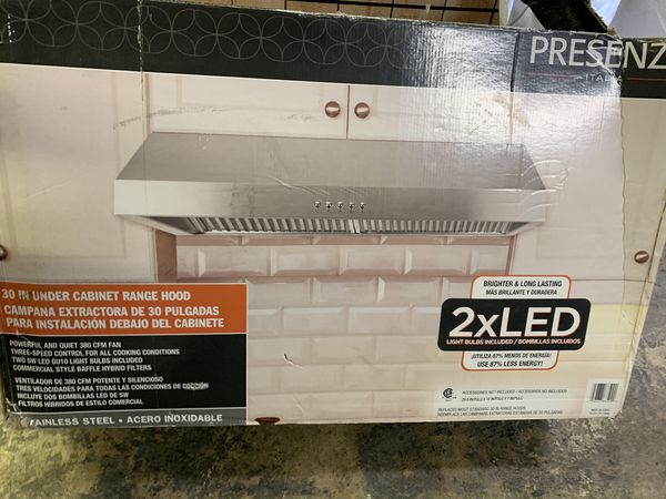Kitchen under cabinet range hood