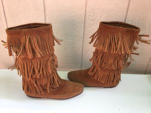 MINNETONKA 1632 LADIES BROWN 3-LAYER FRINGE PULL ON MOCCASIN BOOTS SIZE 9 for Sale in Puyallup, WA