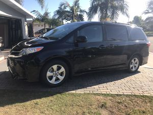 TOYOTA SIENNA 2018 LE (salvage) for Sale in Westminster, CA