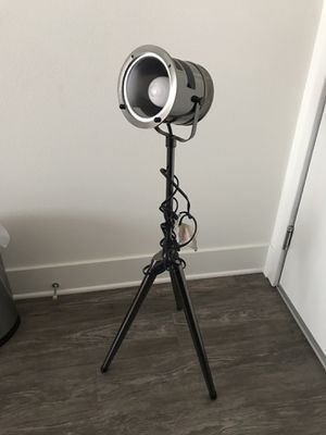 Tripod medal lamp for Sale in Los Angeles, CA