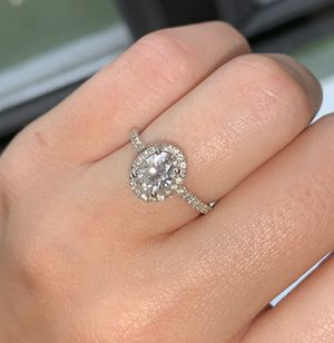 1 Ct Moissanite Oval Halo Engagement Ring size 5 for Sale in Los Angeles, CA