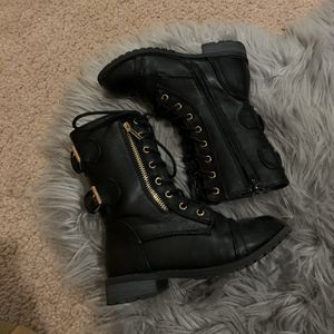 Like new! Little Girl size 12 Black Combat Boots for Sale in Los Angeles, CA