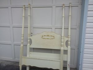 Antique-style TWIN sized girls canopy bedroom SET for Sale in Lynnwood, WA
