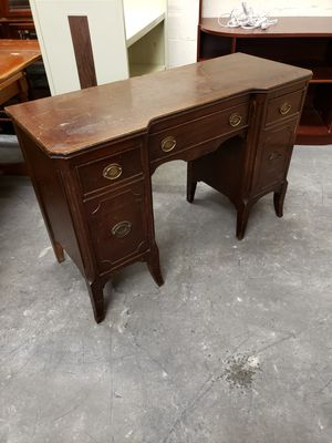 Huntley Furniture antique 3/4 vanity for Sale in MONTGOMRY VLG, MD