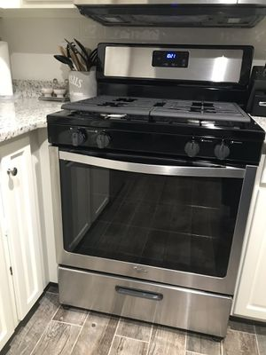 Whirlpool gas stove for Sale in St. Louis, MO