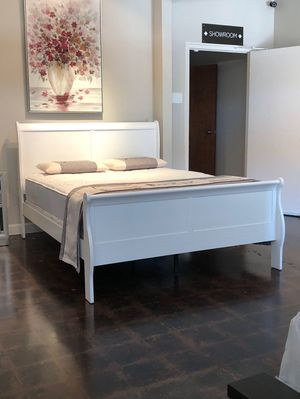Queen White Sleigh Bed with Mattress Free Delivery for Sale in Garland, TX
